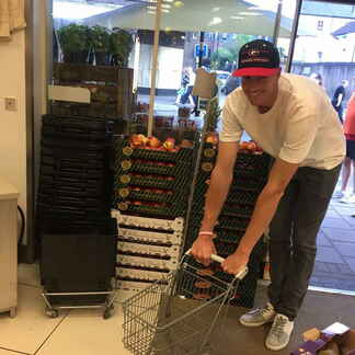 John Isner shopping cart
