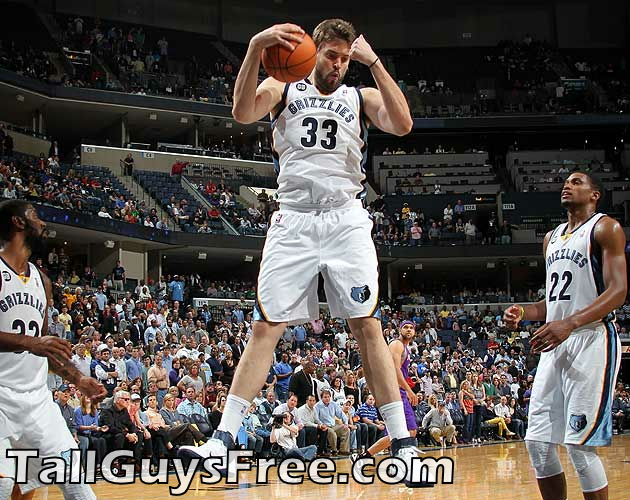 Marc-Gasol-of-the-Memphis-Grizzlies-grabs-a-rebound