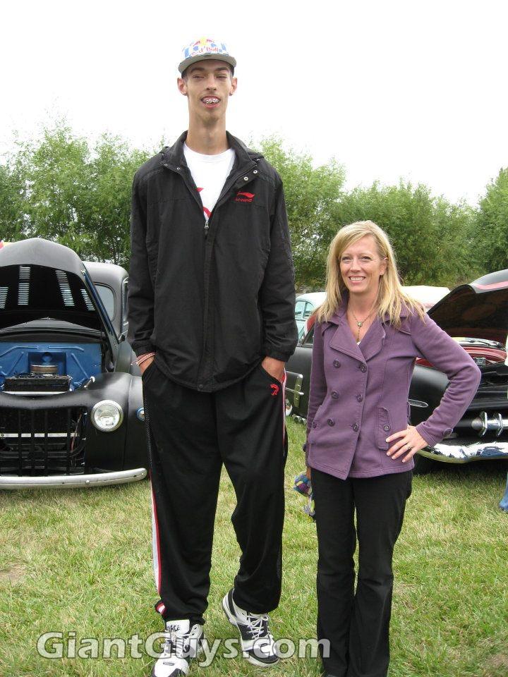 Big feet small feet comparison - 4 7
