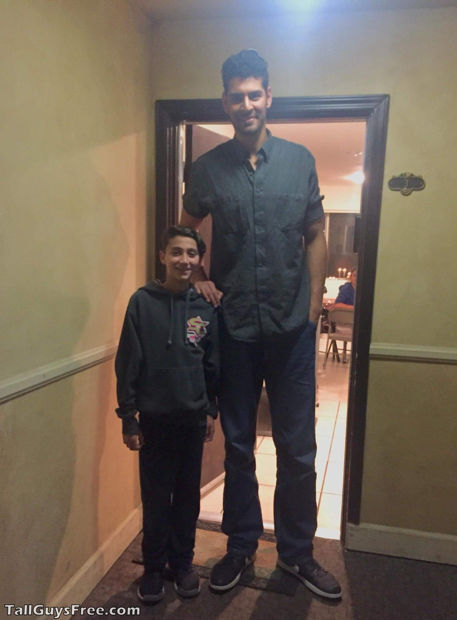 7ft1 person towers over his tiny friend