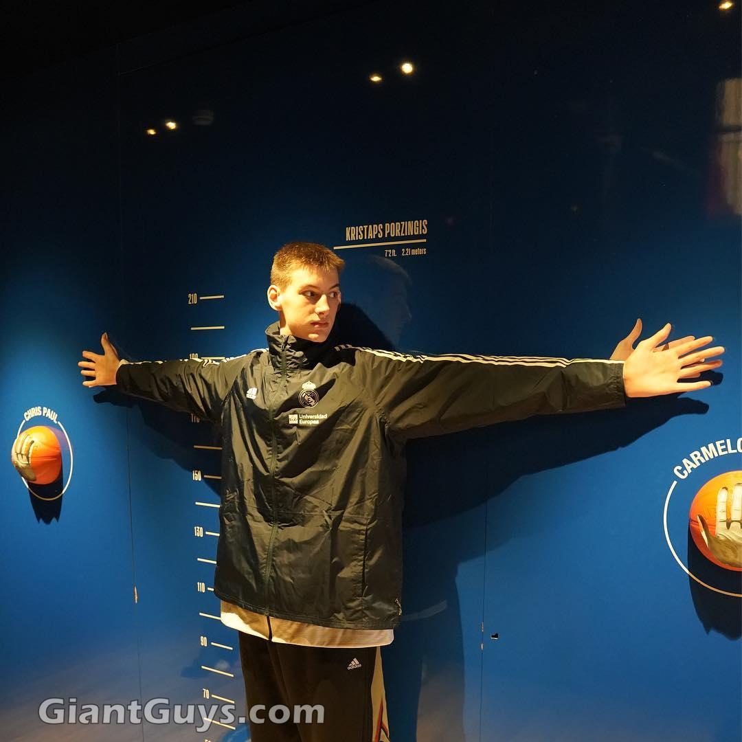 Olivier Rioux, un niño Canadiense mide 2'18m ¿ Estamos ante el futuro hombre más alto del mundo?  - Página 4 20190421095614-e48c7787-me
