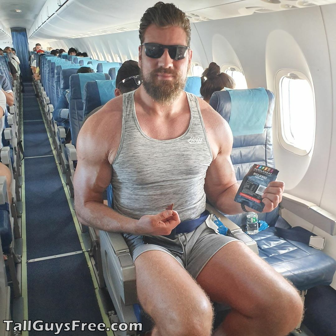 Olivier Richters too giant for airplane